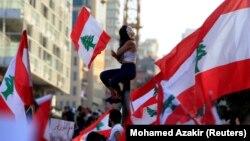 Masovni protesti protiv vladajuće elite započeli su sredinom oktobra