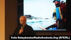 На слайді: Сергій Гордієнко під час експедиції в Антарктиці