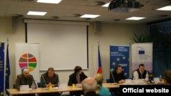Під час круглого столу під егідої Асоціації міжанродних відносин Чехії, Прага, 15 лютого 2010 року (Фотографія Асоціації міжанродних відносин Чехії)