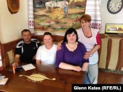 Співробітники угорського кафе в місті Берегово