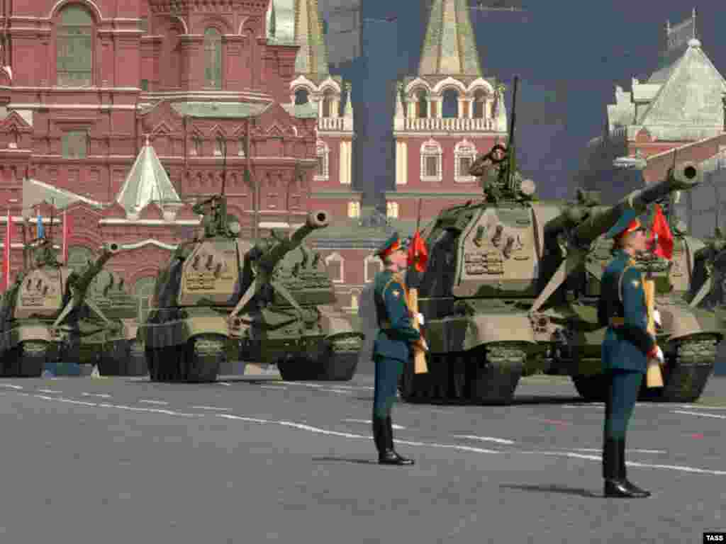 Rehearsing in Moscow ahead of the 2008 parade - The Russian military is gearing up for its May 9 parade marking the defeat of Nazi Germany in 1945. This year's parade will be the biggest show of strength in Red Square since the fall of communism -- and the latest move by the Kremlin to resurrect the military glory of the Soviet era.