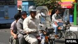 علی مطهری می گوید، به رییس وقت پلیس راهور گفته شده بود که طرح ساماندهی موتورسواران را رها کند، چرا که موتور سواران جزو اقشار فقیر هستند.