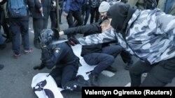 26 осіб затримано, 19 постраждалих звернулися до медиків
