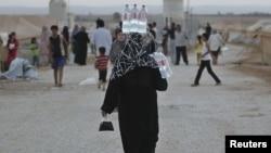 Refugjatë sirianë në Jordani, afër kufirit me Sirinë