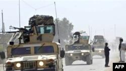 دوريات للجيش العراقي في حي بمدينة العمارة