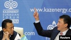 Президент Назарбоев куёви Тимур Кулибаевни (ўнгда) аяб ўтирмади