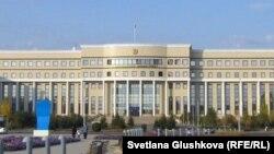 У здания министерства иностранных дел Казахстана.