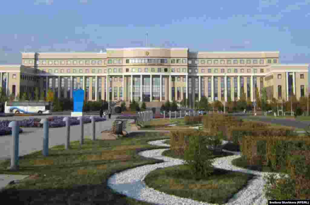 МИД Казахстана заявил, что в охваченной гражданской войной Сирии остаются 19 граждан Казахстана, которые состоят на консульском учете.