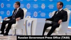 Российский премьер-министр Дмитрий Медведев и президент Туркменистана Гурбангулы Бердымухамедов на Каспийском экономическом форуме. 12 августа 2019 года.