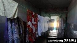 """""""Прачечная"""" в общежитии в Тассае. Южно-Казахстанская область, 12 июля 2015 года."""