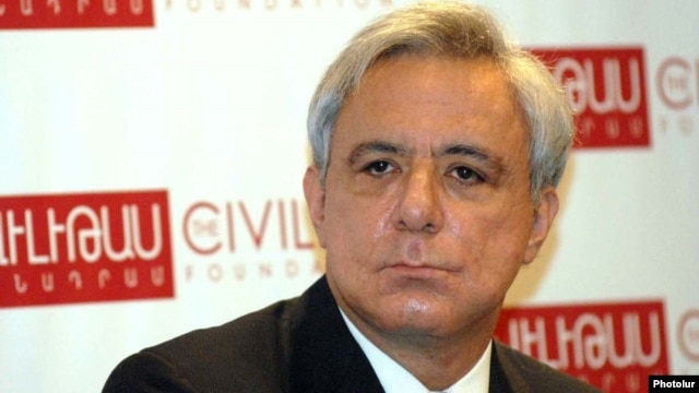 Former Foreign Minister Vartan Oskanian attends a public event at the Civilitas Foundation in Yerevan in February 2011.