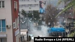 Policia e Kosovës përdorë gazin lotsjellës
