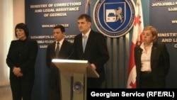 Грузиядағы жазаның орындалуын қадағалау министрі Созар Субари баспасөз конференциясын өткізіп тұр. Тбилиси, 5 қараша 2012 жыл