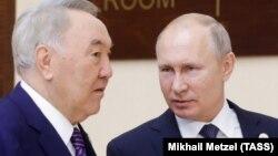 Қазақстанның бірінші президенті Нұрсұлтан Назарбаев (сол жақта) және президент Ресей президенті Владимир Путин.