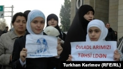 Protesters assemble in front of the Education Ministry to protest against the prohibition against head scarves.
