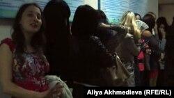 Молодые женщины в талдыкорганской сауне.