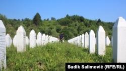 Сребреницада қатлиом қилинган мусулмонлар кўмилган қабристон.
