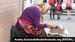 Влада скорочує кількість соціальних установ, які можуть допомагати пенсіонерам