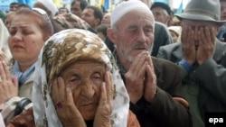 Коллективная молитва крымских татар в Симферополе