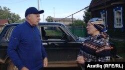 Глава сельского поселения Рустем Хамизуллин и заведующая клубом Валентина Романова