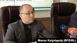 Ақпарат және қоғамдық даму министрі Дәурен Абаев бейбіт жиын туралы заң жобасын талқылауға арналған жиында отыр. Алматы, 17 ақпан 2020 жыл.