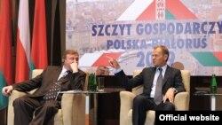 24 чэрвеня польскі прэм'ер Доналд Туск сустракаўся з намесьнікам беларускага прэм'ера Андрэем Кабяковым на двухбаковым Эканамічным форуме ў Варшаве.
