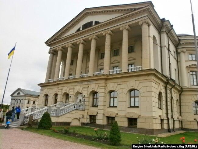 Палац гетьмана Війська Запорозького Кирила Розумовського (1728–1803) в Батурині