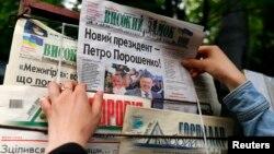 Украиналылар сайлаудан соң икенче көнгә чыккан матбугат белән таныша