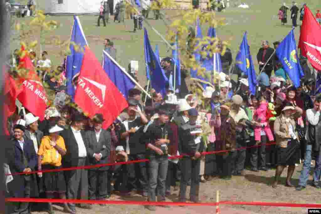 Ошондой эле азыркы бийликти кетирүү зарылдыгы белгиленди - Kyrgyzstan -- Grand Congress (Eldik Kurultay) of United Popular Movement In the Village of Arashan Near Bishkek,25april2009