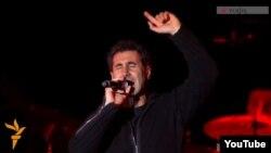 Серж Танкян в Ереване во время концерта System of a Down, 23 апреля 2015 г.