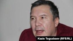 Серикжан Мамбеталин, гражданский активист, на скамье подсудимых. Алматы, 6 января 2016 года.