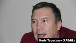 Активист Серикжан Мамбеталин в Алмалинском районном суде. Алматы, 6 января 2016 года.