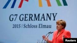 """Федеральный канцлер ФРГ Ангела Меркель выступает на пресс-конференции по окончании встречи """"Большой семерки"""" в замке Эльмау"""