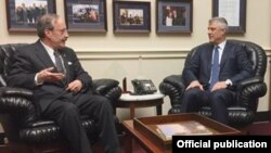 Demokratski kongresmen Eliot Engel u razgovoru sa kosovskim predsjednikom Hašimom Tačijem