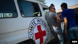 Представники Червоного Хреста на Донбасі, архівне фото