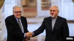 اخضر ابراهیمی٬ نماینده سازمان ملل و اتحادیه عرب برای حل بحران سوریه در سفر ماه گذشتهاش به تهران٬ بر ضرورت حضور مقامهای ایرانی در کنفرانس سوریه تاکید کرد.