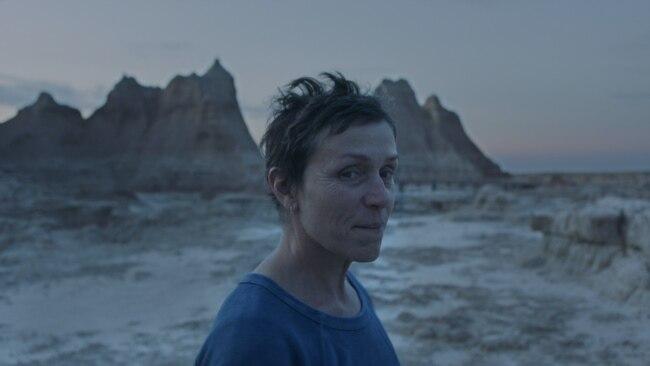 Aktorja Frances McDormand në filmin Nomadland.