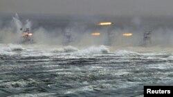 Военные учения в Ормузском проливе