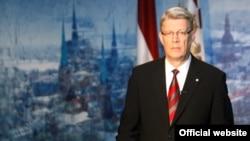 Латвия президенті Валдис Затлерс телеарна арқылы халыққа үндеу жолдап тұр. Рига, 28 мамыр 2011 жыл.