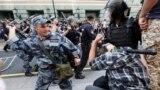 Rus polisiýasy we protestçiler
