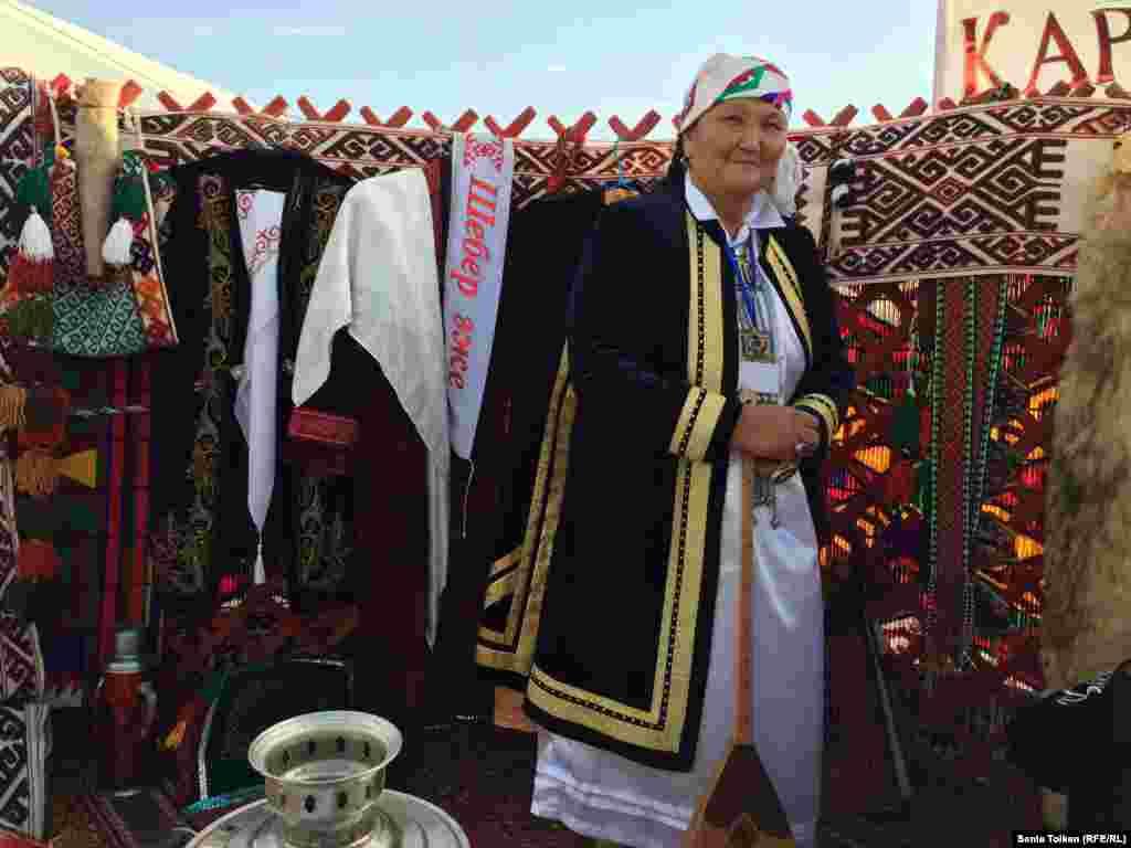 Рукодельница из села Бостан Каракиянского района Рысхан Мендибаева.