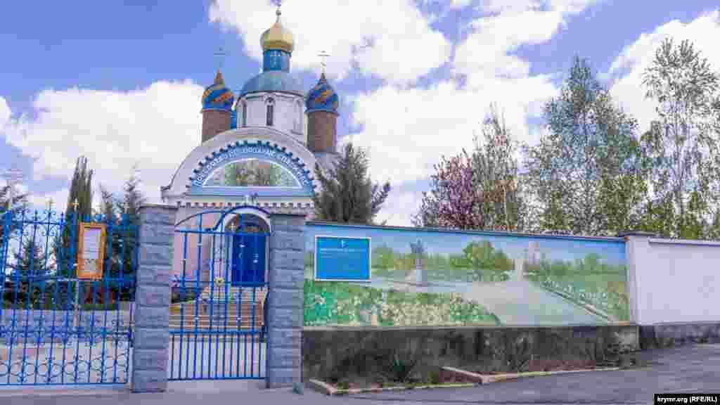 Поруч із курганом – православна церква Успіння пресвятої Богородиці