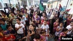 أطفال يرددون النشيد الملكي الليبي في مدرسة بطرابلس