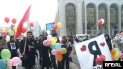Кыргыз жаштары Сүйүү күнүндө. 2008-ж. 14-февралы. Бишкек ш.