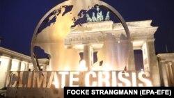 Президент ВЕФ Борге Бренде наголосив: якщо в найближче десятиліття світ не боротиметься з проблемами клімату, то опиниться в ситуації, яку можна порівняти з «переставлянням шезлонгів на «Титаніку»