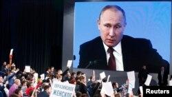 Vladimir Putin pred novinarima