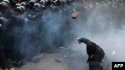 Сутички біля адміністрації президента, 1 грудня 2013 року