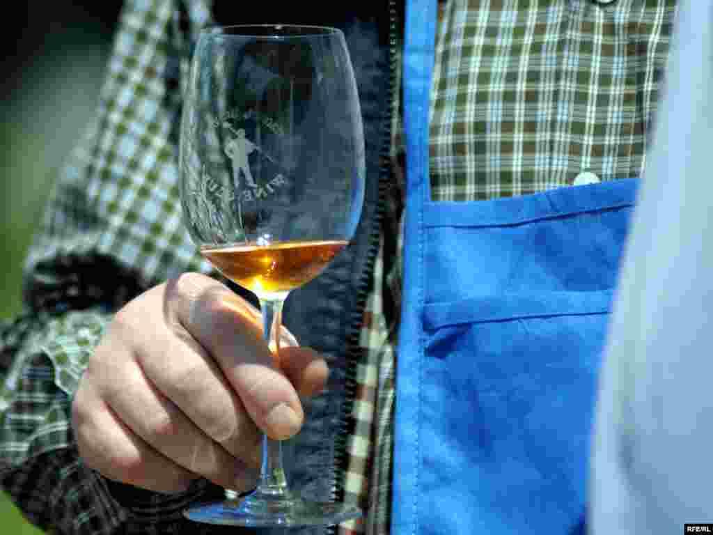 ახალი ღვინის დეგუსტაცია
