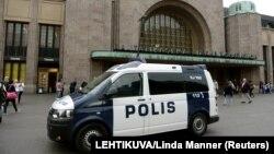 Після нападу, що стався 18 серпня, по всій Фінляндії посилені заходи безпеки, зокрема на вокзалах країни і в аеропорту столиці Хельсінкі
