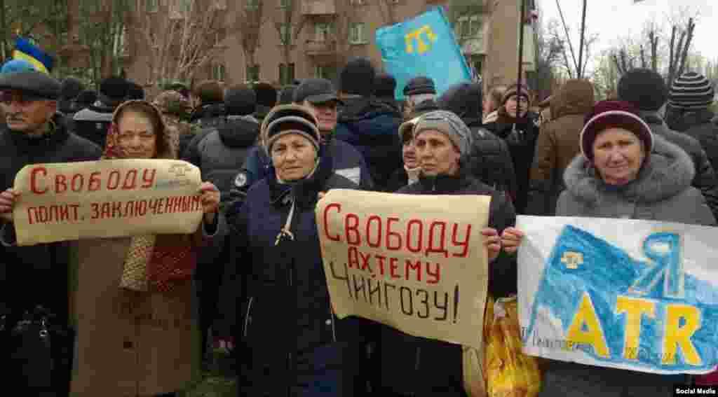 Melitopol qırımtatarları Ahtem Çiygozğa qoltutqanını bildirdiler, 2015 senesi fevral 2 künü